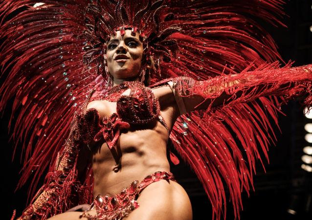 Mayara do Nascimento, durante el final de concurso para el título del rey o la reina de samba en Carnaval de Río de Janeiro de 2017