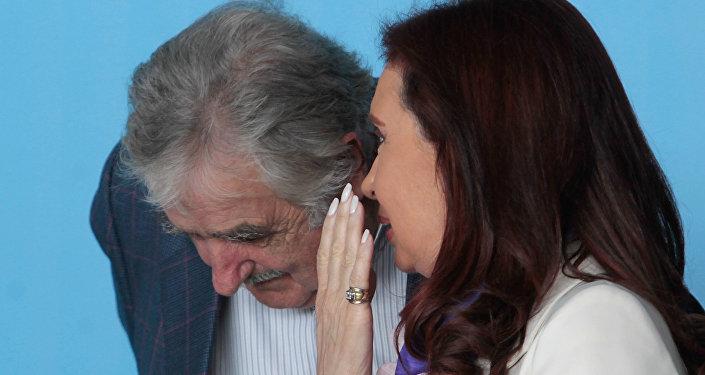 José Mujica y Cristina Fernández en Brasil, 16 de julio de 2014
