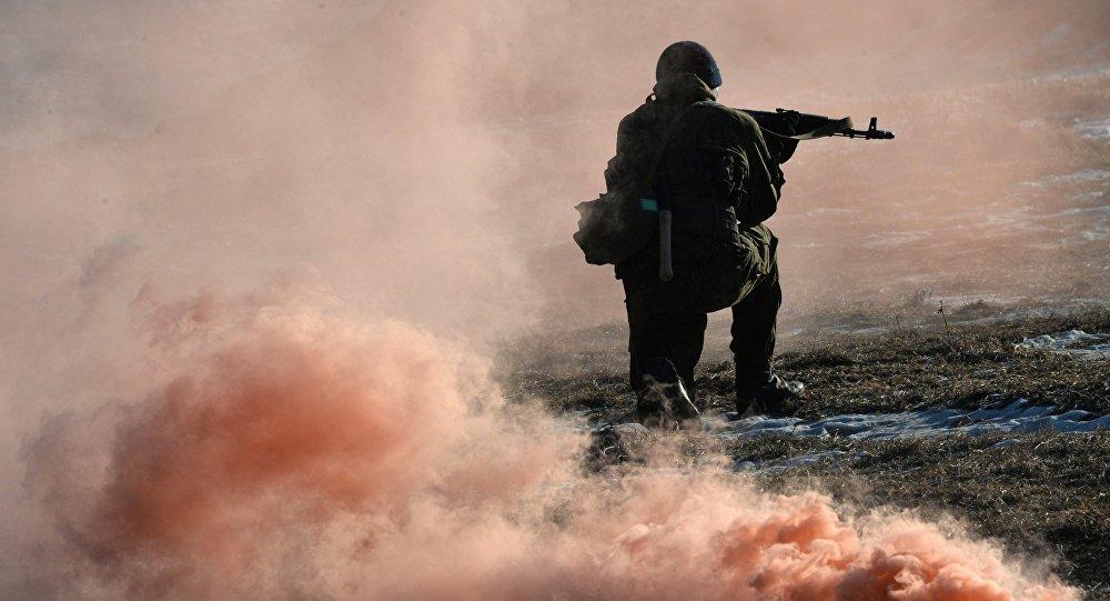 Un soldado ruso durante unas maniobras (archivo)