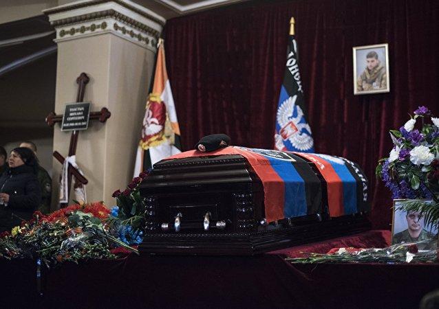 Último adiós al comandante de Donetsk asesinado en Donbás (vídeo)