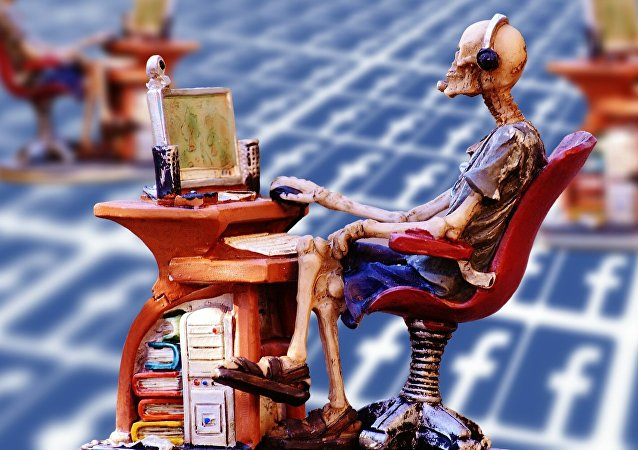 Un esqueleto internauta (ilustración)