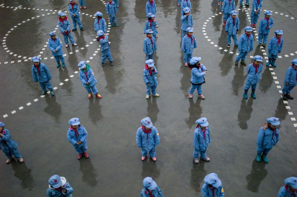Así moldean a los pequeños soldados del Ejército Rojo en China