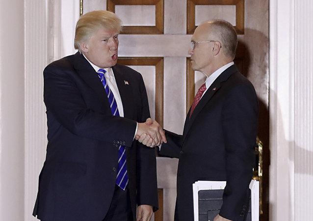 Donald Trump, presidente de EEUU, y Andrew Puzder