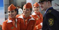 Las seductoras azafatas de la compañía rusa Aeroflot