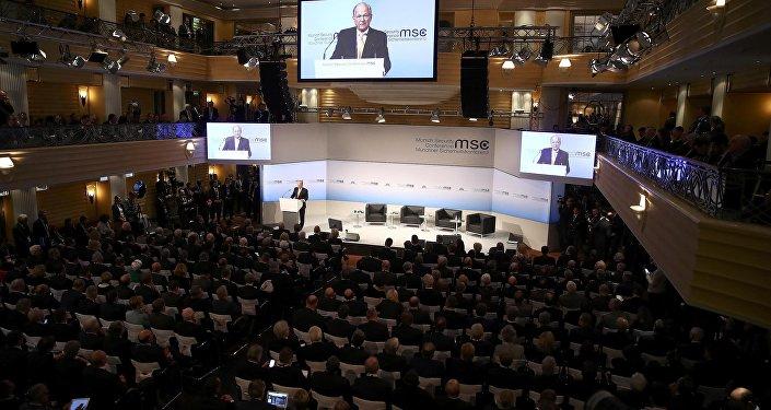 La Conferencia de Seguridad de Múnich se inauguró con un discurso de su presidente, Wolfgang Ischinger.