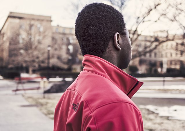 Un hombre de piel negra
