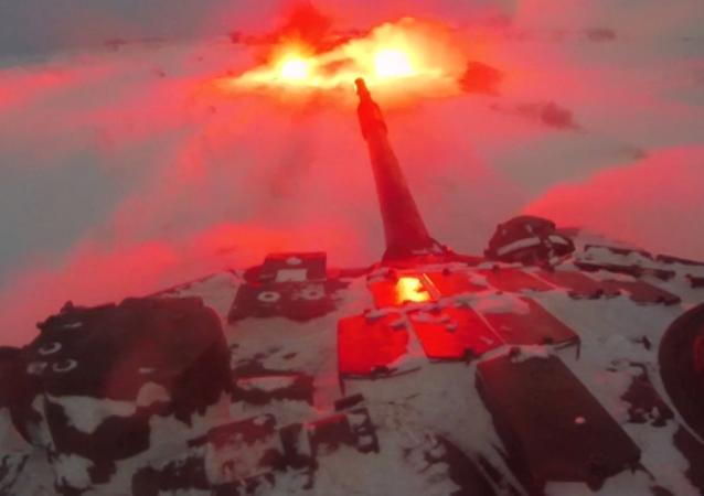 Rusia pone a prueba sus nuevas tácticas de combate nocturno (vídeo)