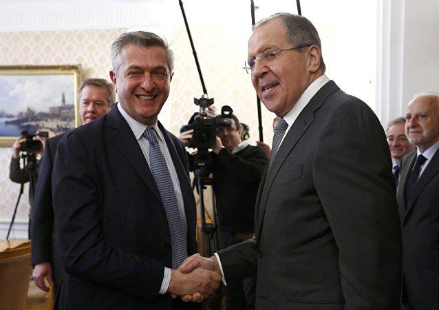 Filippo Grandi, Alto Comisionado de las Naciones Unidas para los Refugiados, y Serguéi Lavrov, ministro ruso de Asuntos Exteriores