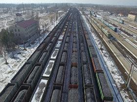 Cientos de coches de carbón bloqueados en Donbás (vídeo)