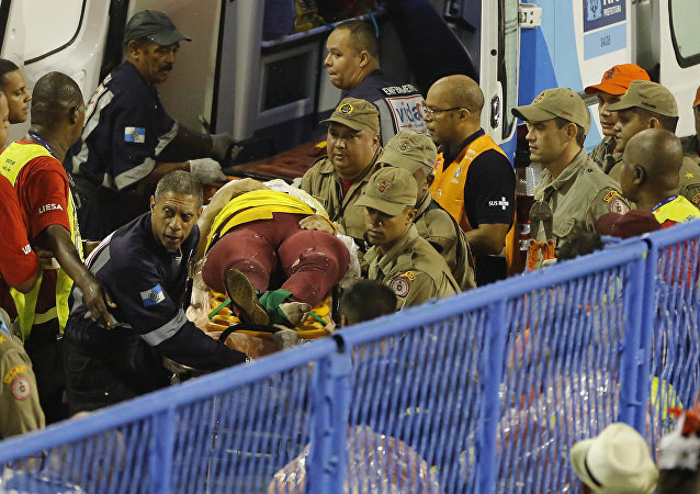 El lugar del accidente de una carroza en Sambódromo de Río