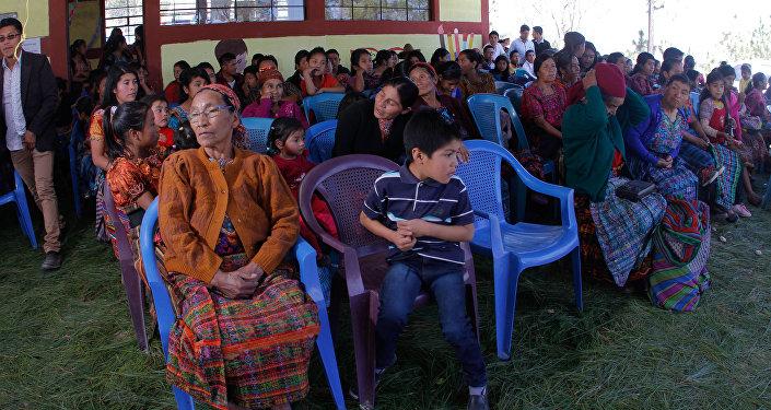 Habitantes de la localidad durante la inauguración
