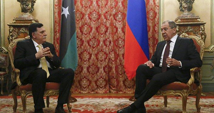 Fayez al Sarraj, jefe del Gobierno libio de unidad nacional y Serguéi Lavrov, ministro ruso de Exteriores