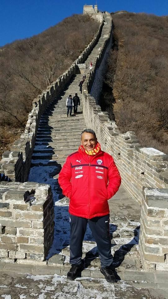 El Chapulín en la Gran Muralla China durante la China Cup