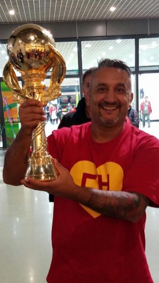 El Chapulín sostiene la China Cup