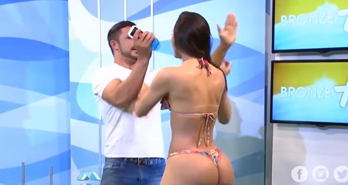 Modelo brasileña golpea en vivo a presentador de TV, tras ser acosada