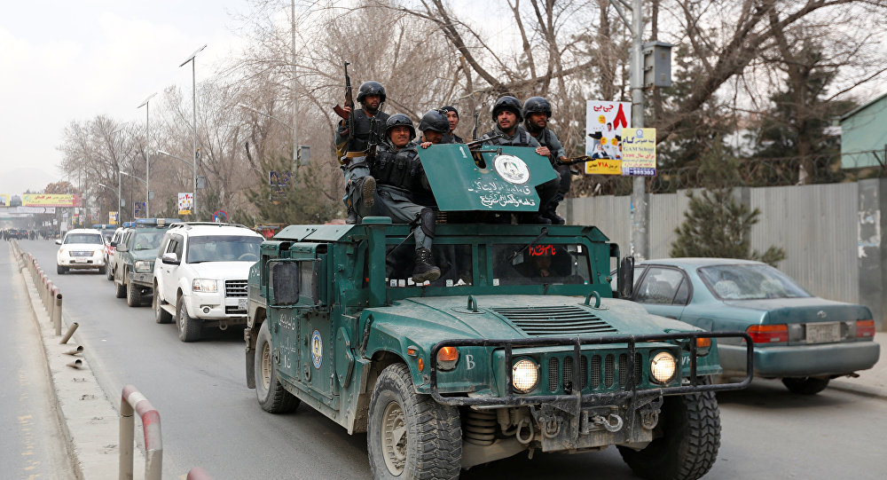 La policía afgana llega al lugar del ataque