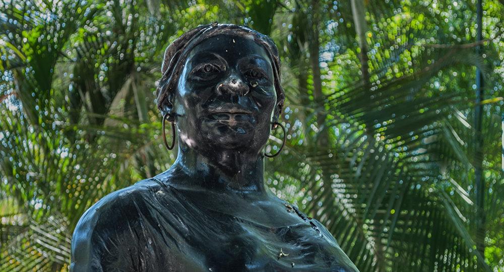 Negra Hipólita o Hipólita Bolívar, estatua en el parque que lleva su mismo nombre en la ciudad de Valencia