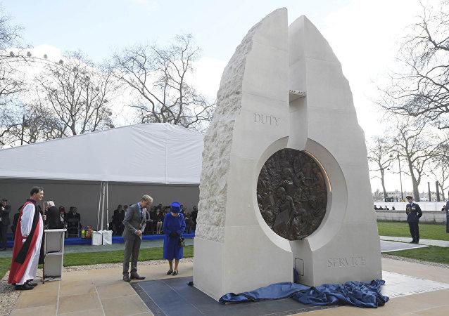 La inauguración por la reina Isabel de un monumento en honor de los caídos británicos en las últimas guerras