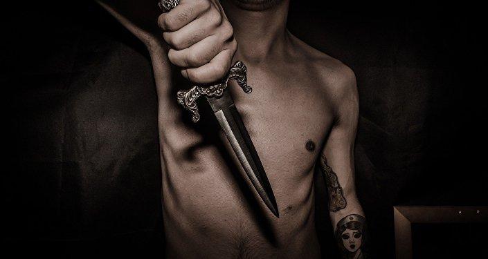 Un hombre con cuchillo
