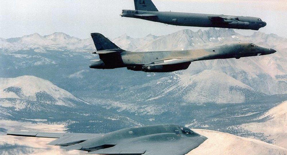 Bombarderos estratégicos B-2 Spirit Bomber,  B-1B y B-52 de la Fuerza Aérea de EEUU (archivo)