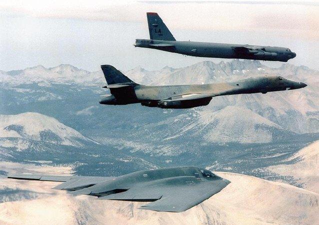 Bombarderos estratégicos B-2 Spirit Bomber,  B-1B y B-52 de la Fuerza Aérea de EEUU