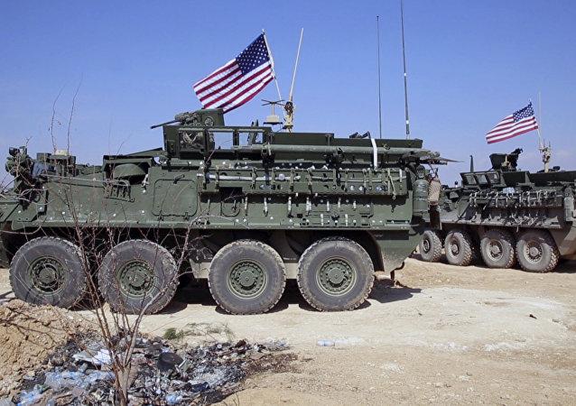Vehículos blindados del Ejército de EEUU en Siria