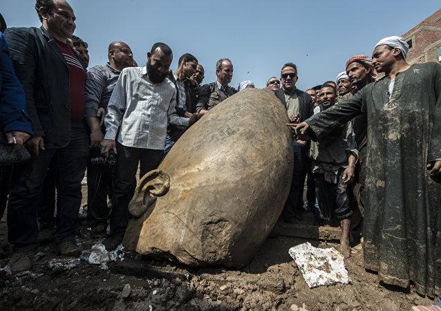 Un fragmento de la estatua de Ramsés II
