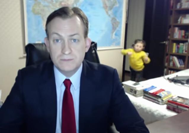 Para reventar de risa: un analista de la BBC es interrumpido por sus hijos en directo