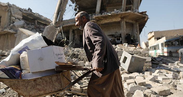 Ciudadano de Mosul recibe ayuda humanitaria de ONU