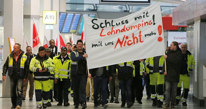 Una huelga de los trabajadores del aeropuerto alemán de Tegel, Berlín