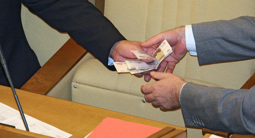 Parlamentario ruso propone sancionar a los diputados que tengan deudas