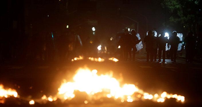 Manifestantes y policía se enfrentan en Río de Janeiro en una protesta contra Temer