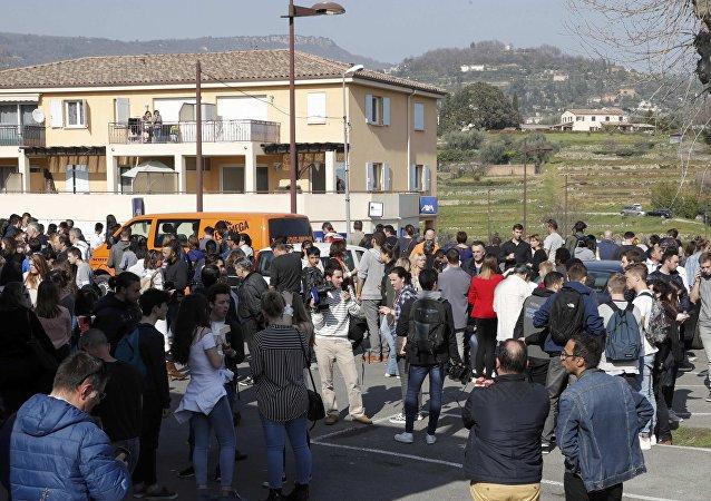 Los estudiantes del liceo Alexis de Tocqueville de Grasse, Francia, donde se produjo tiroteo