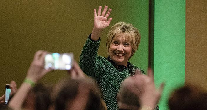 Hillary Clinton, durante la cena de la Comunidad de Mujeres Irlandesas en Pensilvania, con motivo del Día de San Patricio