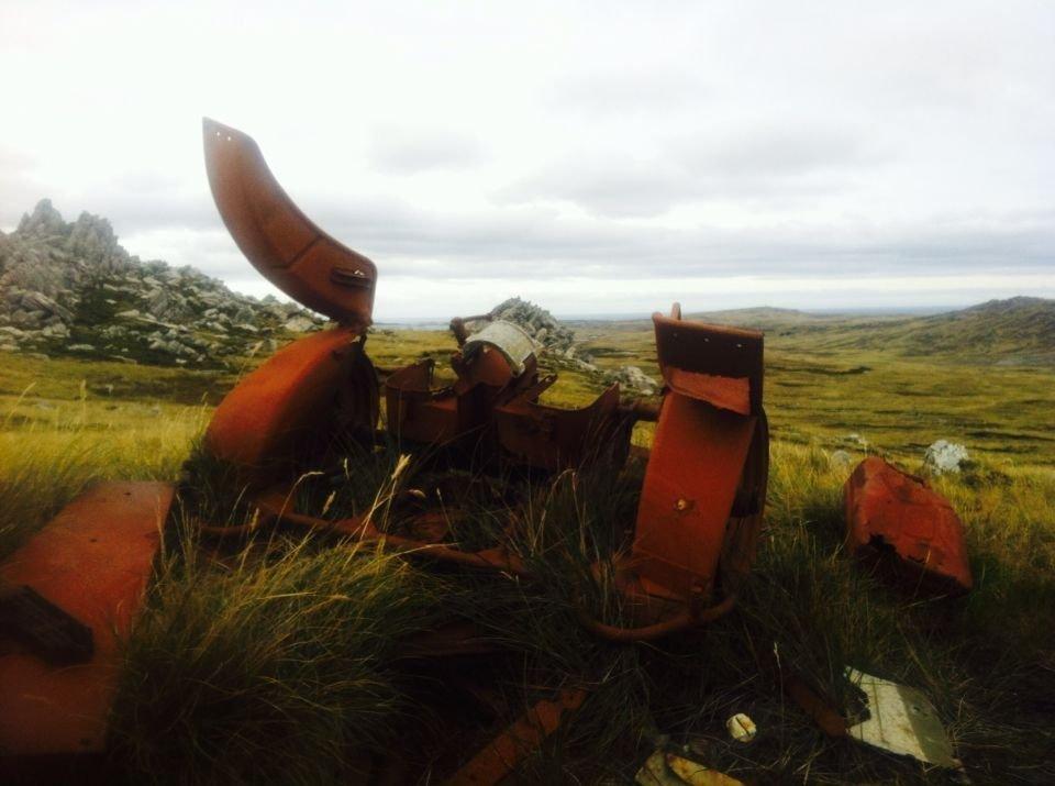 Un artefacto militar de la guerra de las Malvinas, en ruinas