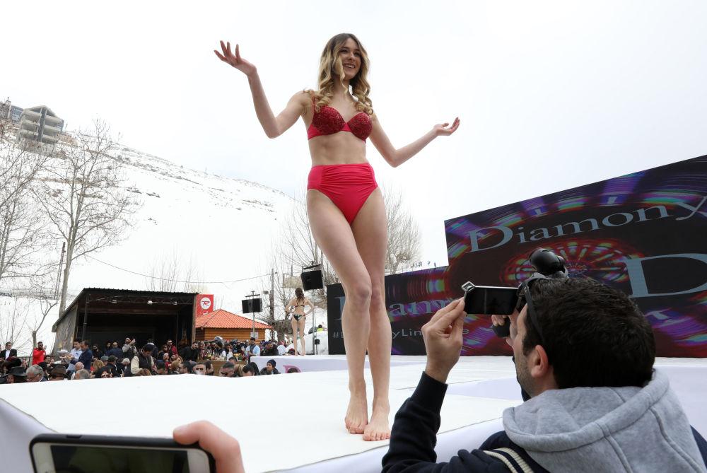 El impresionante desfile de ropa interior en el Líbano durante el 'show' Ski and Fashion 2017