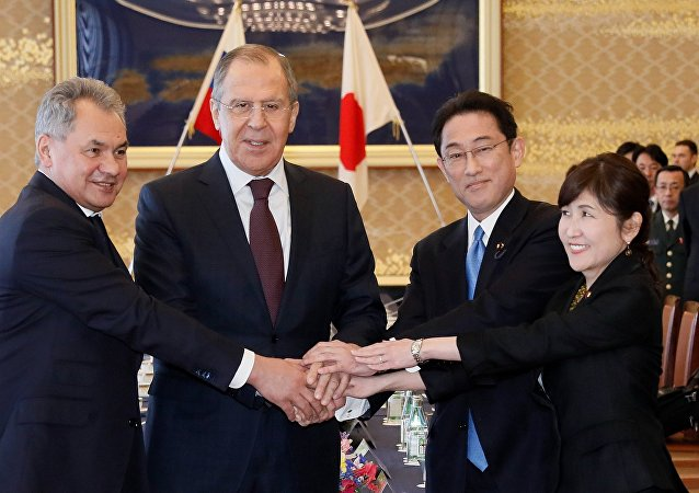 Ministro de Defensa de Rusia, Serguéi Shoigú, ministro de Asuntos Exteriores de Rusia, Serguéi Lavrov, ministro de Exteriores de Japón, Fumio Kishida, y ministra de Defensa de Japón, Tomomi Inada