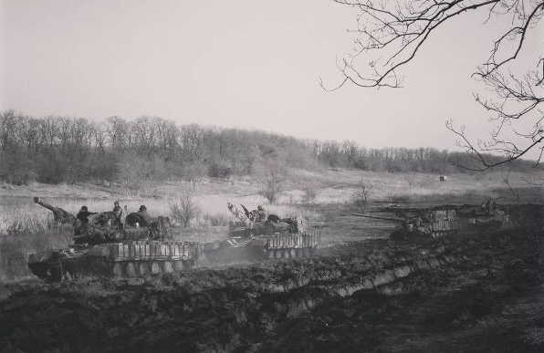 Unos tanques ucranianos cerca de Avdéevka