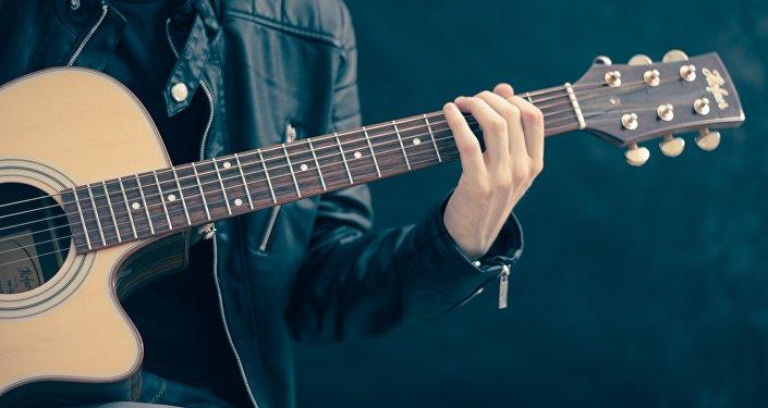 Un guitarrista (archivo)