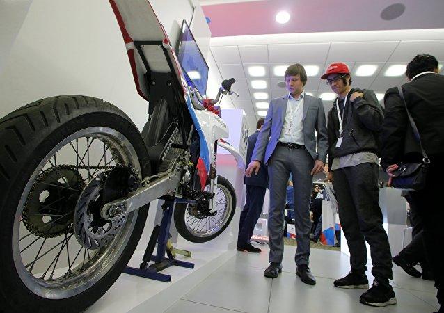 La primera moto eléctrica rusa demonstrada en el foro de exportadores Hecho en Rusia en 2016