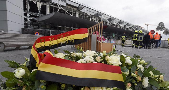 Un minuto de silencio en primer aniversario de atentados — Bruselas