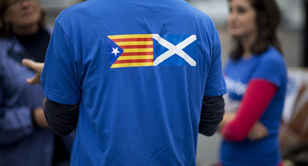 Banderas de Cataluña y Escocia