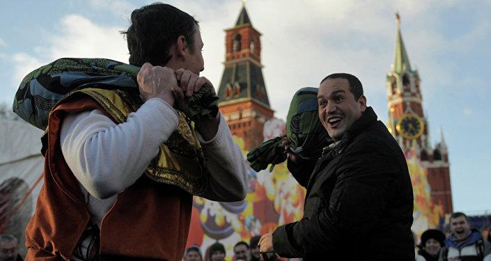 Moscú celebra la fiesta rusa de despedida del invierno, Máslenitsa