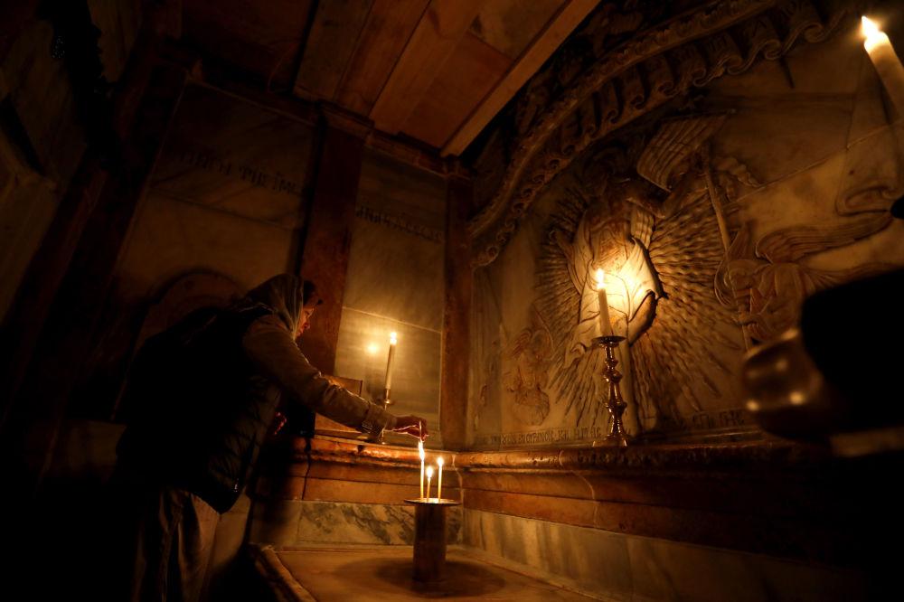 La restaurada capilla de la Tumba Vacía en el templo del Santo Sepulcro