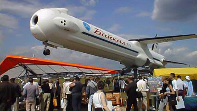 Maqueta del acelerador reutilizable ruso 'Baikal' en el Salón de Aeronáutica de Paris 2001