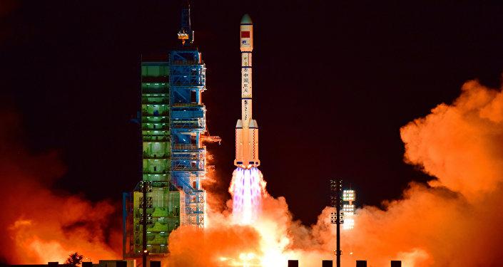 El lanzamiento del cohete chino Long March-2F (archivo)