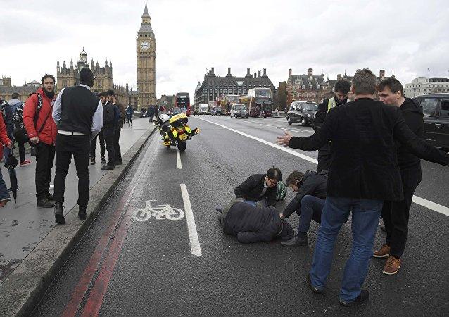 Un herido en el puente de Westminster en Londres