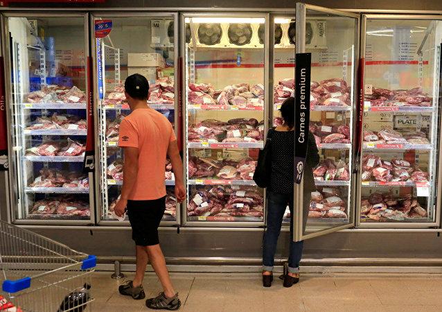 Carne en supermercado brasileño