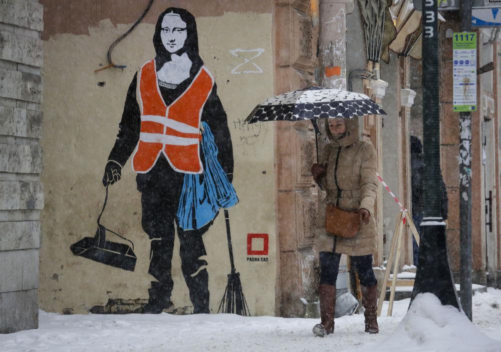 Grafiti con la imagen de la Mona Lisa en San Petersburgo
