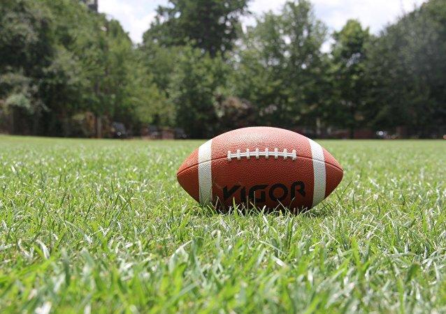 Un balón de fútbol americano